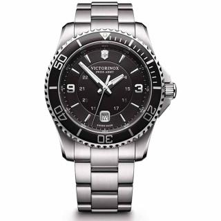 Montre Homme Victorinox MAVERICK Large, lunette et cadran noir, bracelet acier - 43 mm